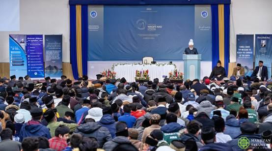 إمام الجماعة الإسلامية الأحمدية العالمية يحث المسلمين الأحمديين الشباب الذين يعيشون في الغرب على التمسك بقيمهم الدينية