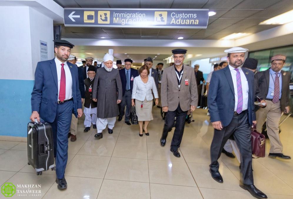 يوم تاريخي في تاريخ الجماعة الإسلامية الأحمدية  حضرة ميرزا مسرور أحمد يزور أمريكا الوسطى للمرة الأولى