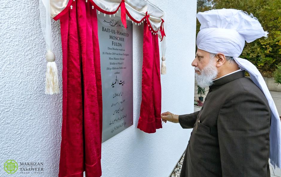 إمام الجماعة الإسلامية الأحمدية العالمية يفتتح مسجدًا جديدًا في مدينة فولدا الألمانية