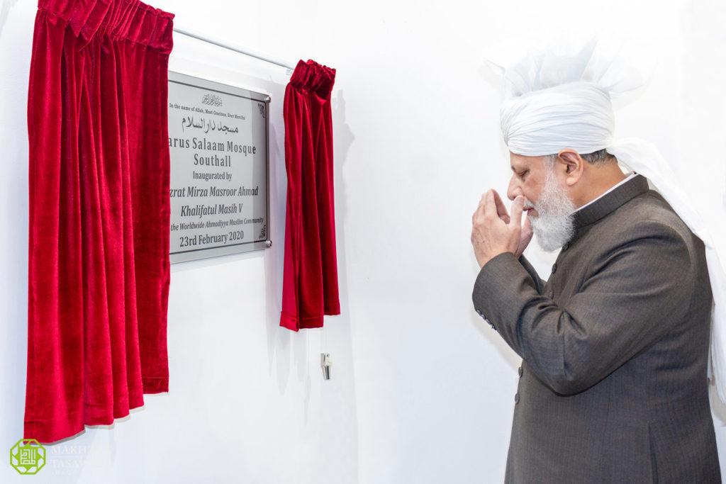 إمام الجماعة الإسلامية الأحمدية العالمية يفتتح مسجدا جديدا في ساوث هول