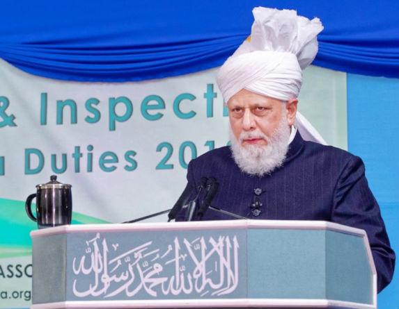 إمام الجماعة الإسلامية الأحمدية العالمية يقوم بجولة تفقدية لسير أعمال الجلسة