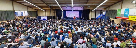 اختتام الجلسة السنوية للجماعة الإسلامية الأحمدية في هولندا بخطابٍ ملهمٍ للإيمان