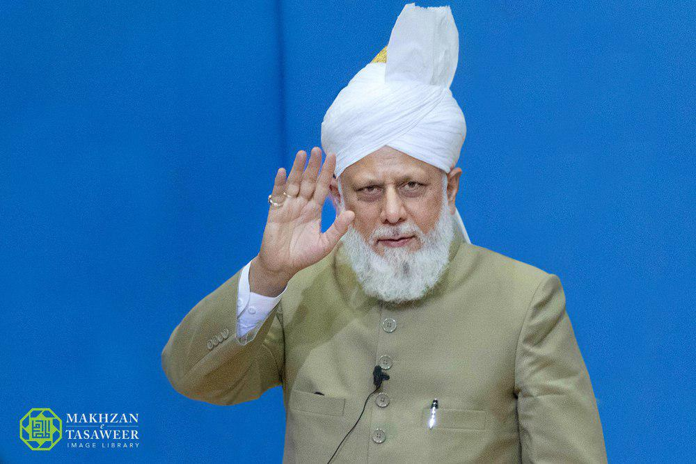 إمام الجماعة الإسلامية الأحمدية يختتم جلسة ألمانيا السنوية بخطابٍ ملهمٍ للإيمان