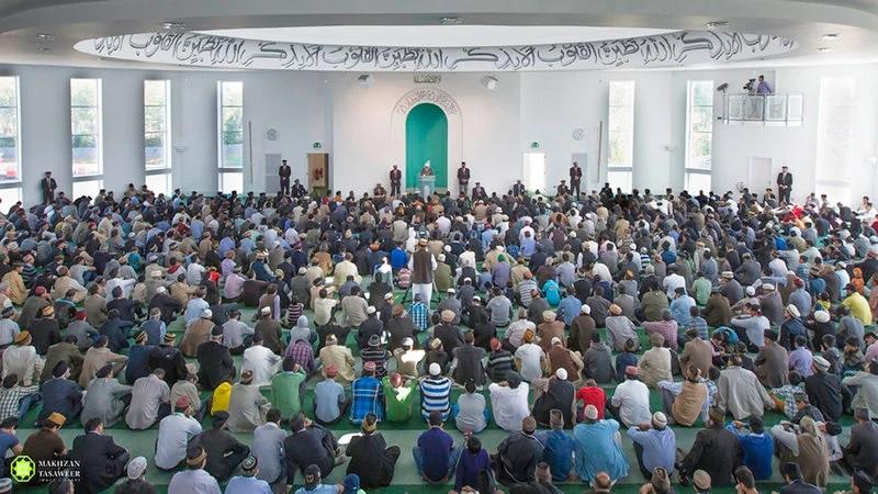 إمام الجماعة الإسلامية الأحمدية العالمية يلقي خطبة عيد الأضحى المبارك من لندن