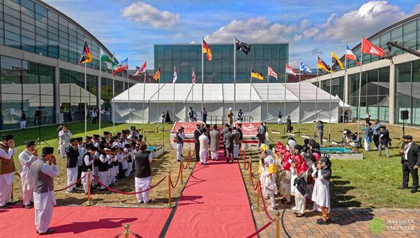 الخطاب الذي ألقاه إمام الجماعة الإسلامية الأحمدية العالمية أمام الضيوف غير المسلمين في الجلسة السنوية للجماعة الإسلامية الأحمدية في ألمانيا 2018