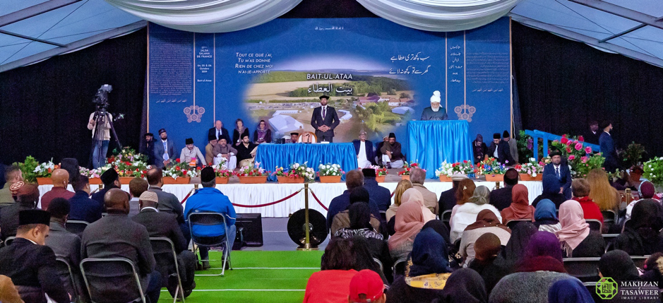 إمام الجماعة الإسلامية الأحمدية يقول إن إلقاء اللوم على الإسلام حول الصراعات العالمية سيزيد فقط الانقسام وسيرسخ عدم الاستقرار في العالم.